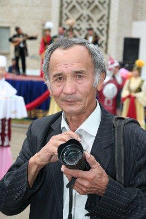 Болат Омарәлиев. 50 жылдық фотоархивім 8 қап пленка болды